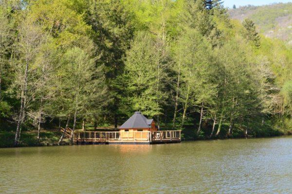 Cabane sur l'eau La Ferme du Duzou